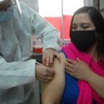 La Provincia comenzó a vacunar contra el Covid-19 en los centros de salud de Rosario