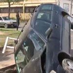 Rosario: un automovilista quedó incrustado en un pozo gigante